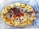 Рецепта Пълнен шаран за Никулден с ориз върху картофи на фурна